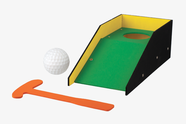 may-2019-kids-workshop-putting-green-600x400 (1).png