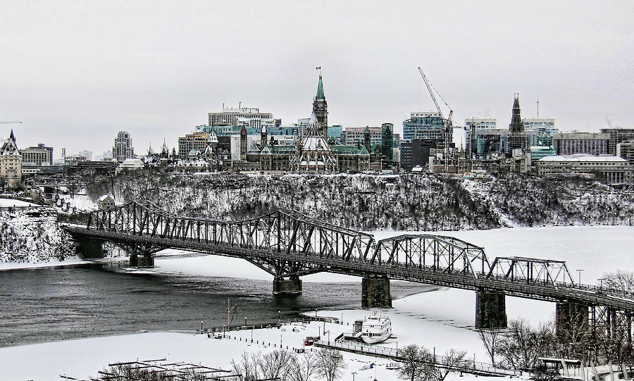 the-royal-alexandra-bridge-ottawa-luc-st-amour.jpg