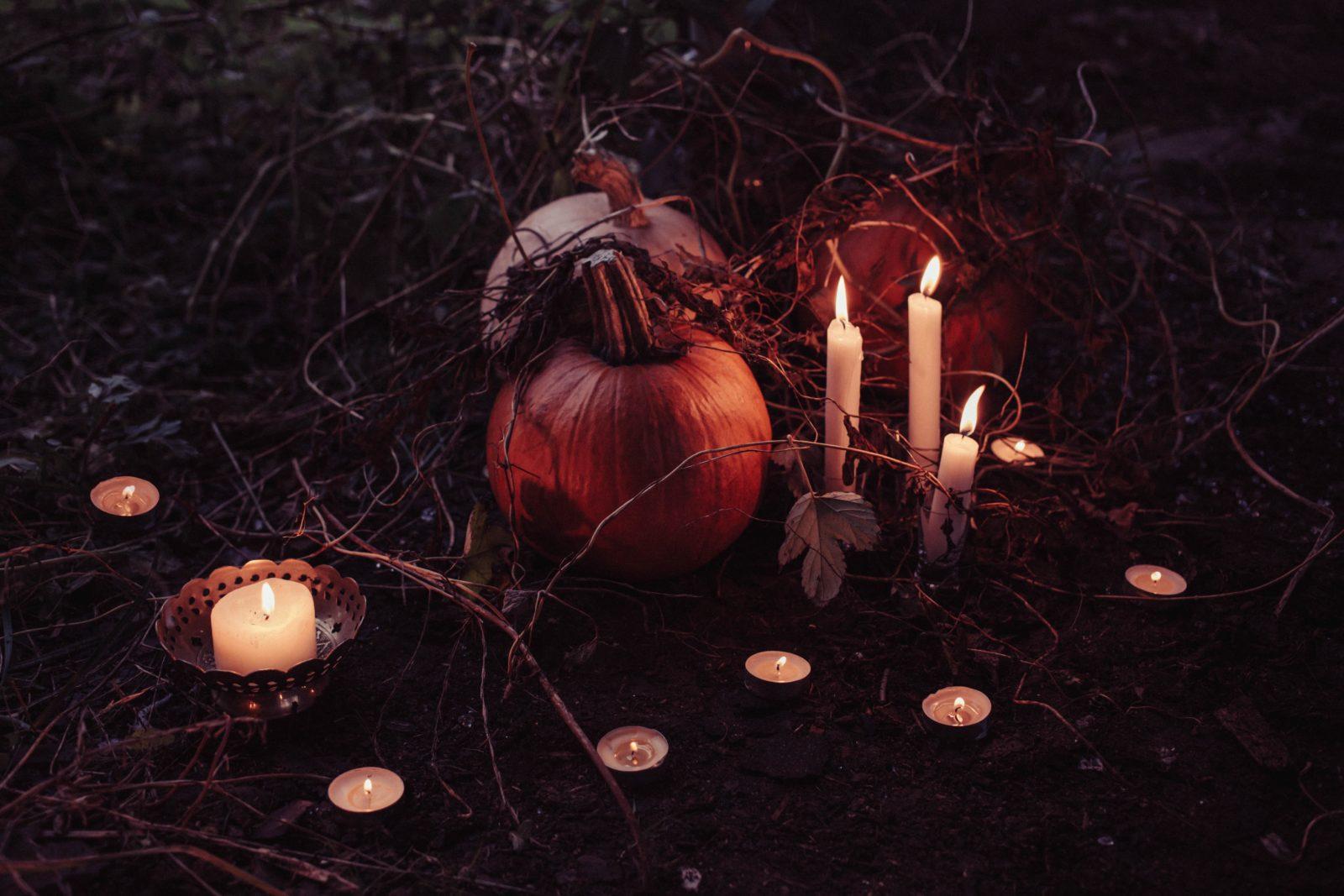 candlelights-candles-dark-214334.jpg