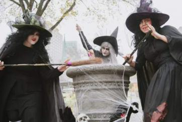 trick_or_treat_witches_2.jpg