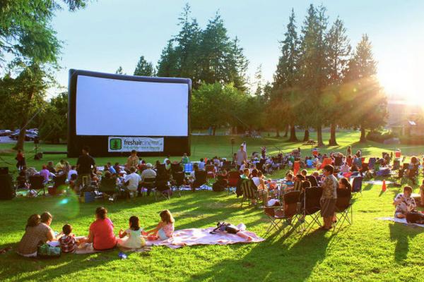 缩略图 | 2019年渥太华免费户外电影:电影之夜,温馨浪漫,时光荏苒,怀旧依然,幸福不远,就在身边!