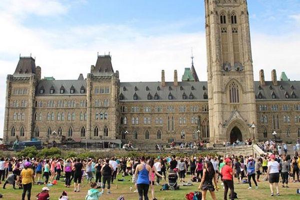 缩略图 | 国会山上,尊巴舞起,和成百上千个朋友一起High!