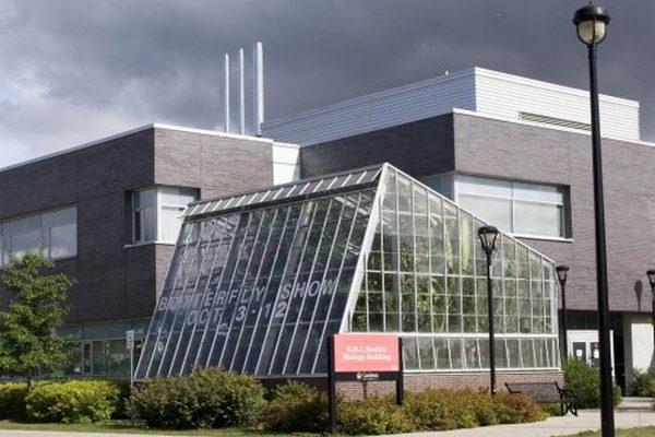 缩略图 | 渥太华卡尔顿大学蝴蝶展又来了!上千只蝴蝶五彩缤纷,快去围观吧!