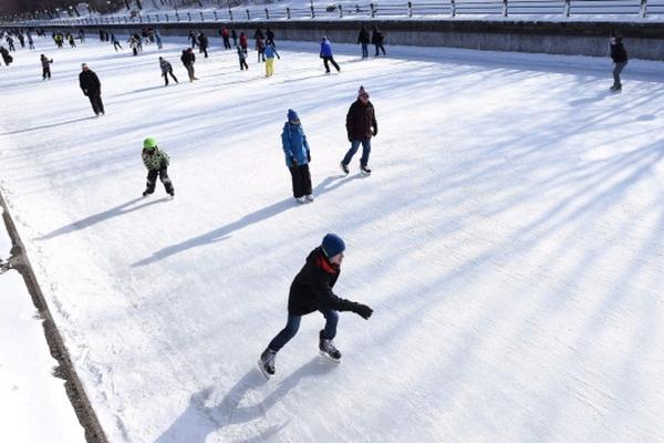 缩略图 | 【世界天然最大溜冰场】里多运河滑道今天开放啦!惬意滑行,美味小吃,冬日乐趣照样多多!