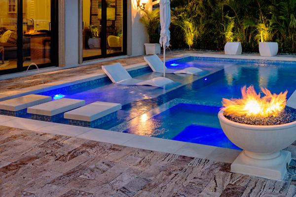 缩略图 | 小型泳池 --- 充分利用我们的迷你后院