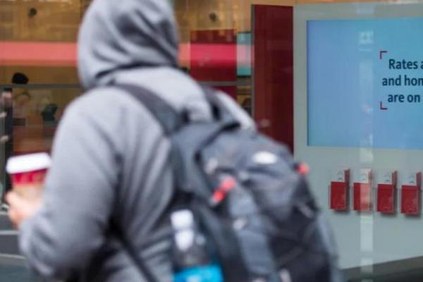 缩略图 | 加拿大IT男背200万房贷,一年狂买数套房,坚信房价会涨!