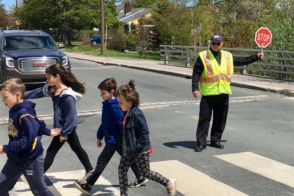 缩略图 | 渥太华 Barrhaven 社区正在招聘交通协管员,快来申请贡献社区吧!