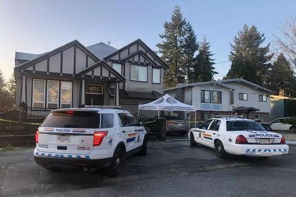 缩略图 | 温哥华爆发枪击:宝马车撞进别墅,2人惨死家中!