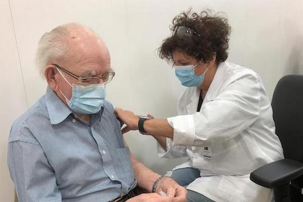 缩略图 | 加拿大免疫顾问委员会:建议免疫力弱者打第三针疫苗