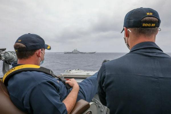 缩略图 | 美国海军发布照片:中国航母辽宁舰和美舰近距离碰面