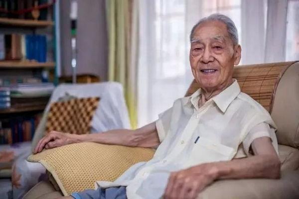 缩略图   中国翻译界泰斗许渊冲逝世,享年100岁!