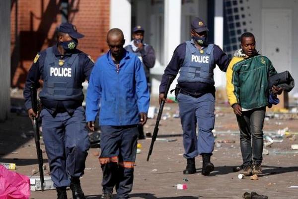 缩略图 | 72人死亡,1234人被捕!中国驻南非使馆发布紧急提醒