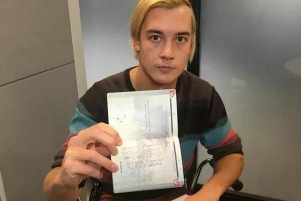 缩略图 | 加拿大小伙过海关,被关小黑屋,5年不得入境美国!