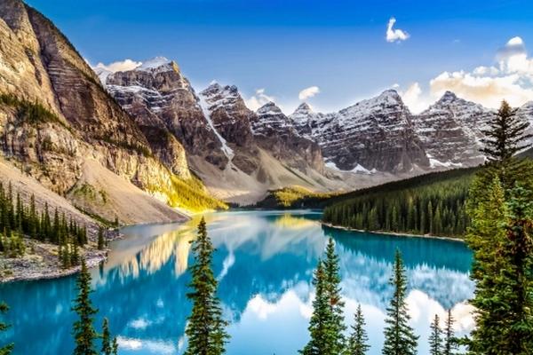 缩略图 | 加拿大因孟案再遭打击 中国游客数断崖式下跌