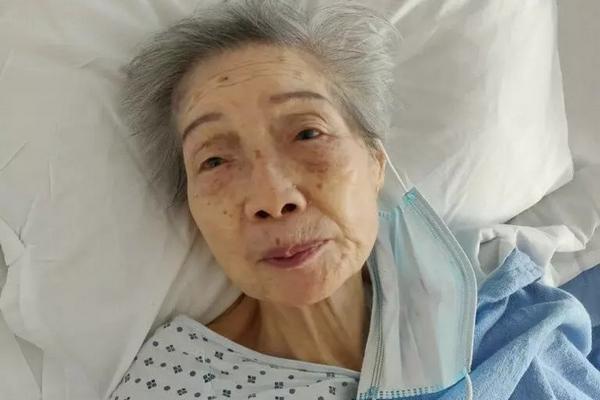 缩略图 | 94岁美国华裔老太被刺监控曝光:无人上前帮忙,嫌犯大摇大摆离开