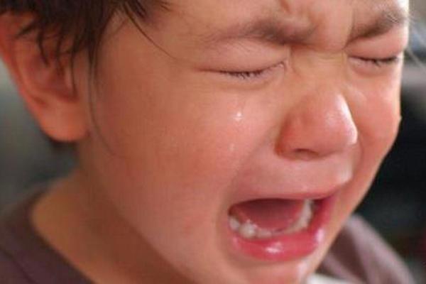 缩略图 | 加拿大3岁娃daycare被踹哭:涉事老师户外虐娃,学校无监控,父母无奈求助!