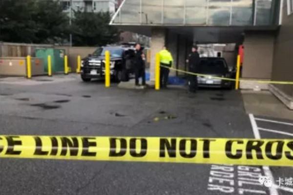 缩略图   悲惨!加拿大男子麦当劳购餐,被自己车活活夹死!