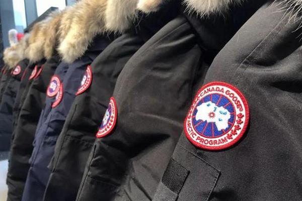缩略图 | 暖心!国民品牌加拿大鹅转产1万套防护服,免费送给医护一线人员!