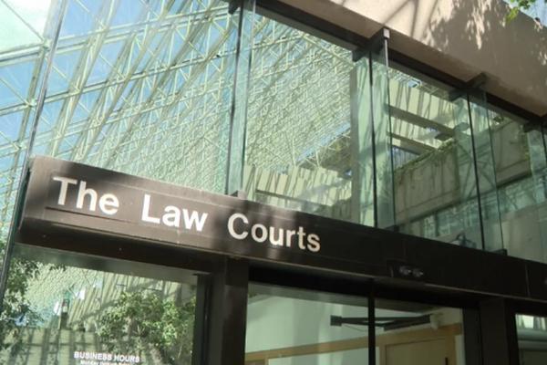 缩略图   加拿大两华人女子网上吵了10年难解怨,最后血洒法庭!