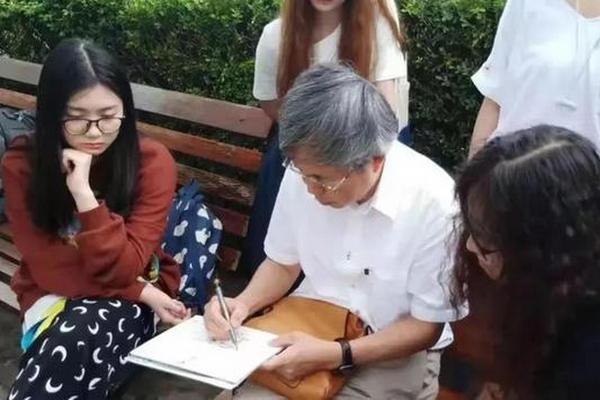 缩略图 | 64岁清华教授火遍网络,只因悄悄在街头画了几笔?