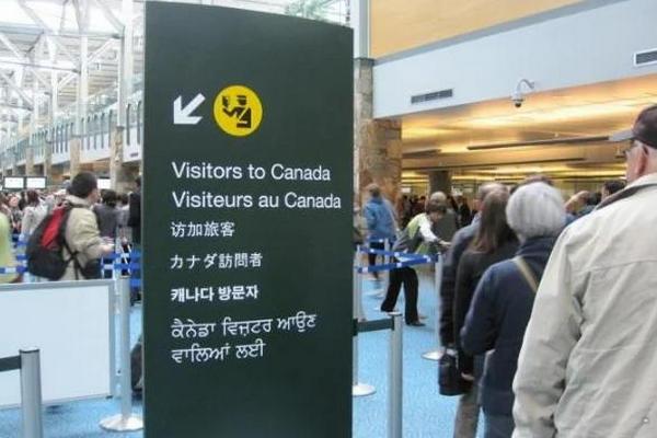 缩略图 | 28岁华人被加拿大拒绝入境:多次买卖房产,涉嫌洗钱,携超额现金入境不申报!
