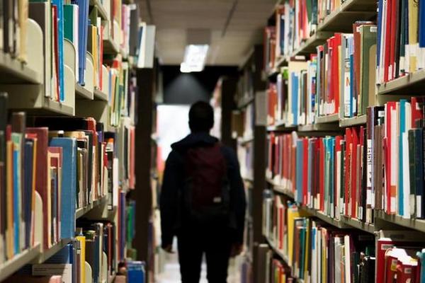 缩略图 | 疫情面前,中国留学生面临艰难选择:承受损失,还是改变计划?