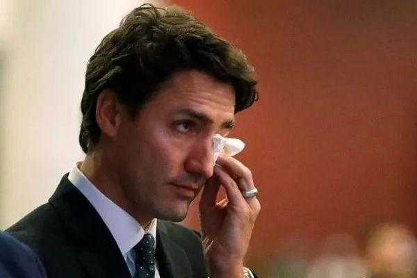 缩略图   特鲁多演讲遭群众打断:叛徒!你是加拿大人吗