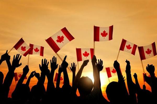 缩略图 | 加拿大移民部大幅降低移民门槛:2.7万留学生一次全部获邀,最低75分!