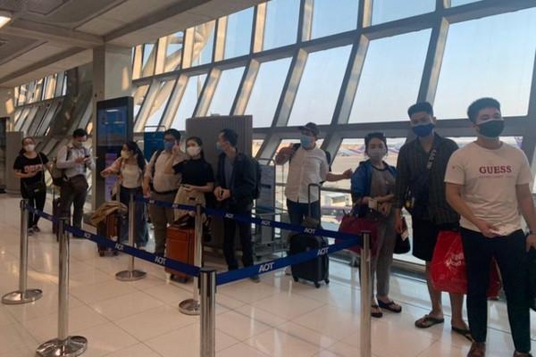 缩略图 | 机票10万一张!加拿大华人留学生回国心切被宰,北京上海立案调查!
