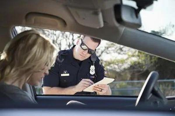 缩略图   如果你在外省吃交通罚单,要不要缴?答案很意外…
