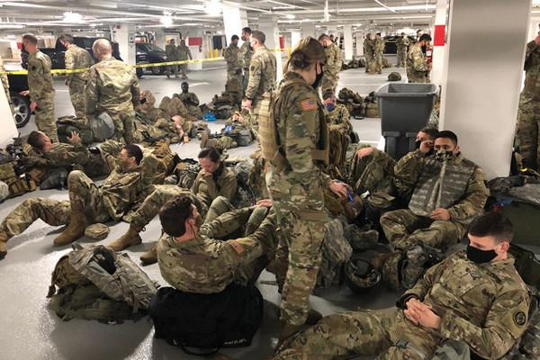缩略图 | 卸磨杀驴?大量守卫国会的美军士兵,被赶到地下车库,睡水泥地!