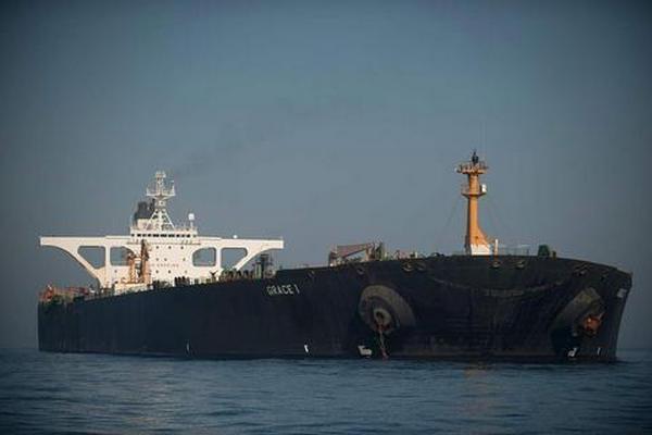 缩略图 | 美国扣押伊朗油轮卖掉船上200万桶石油,获利7亿元!
