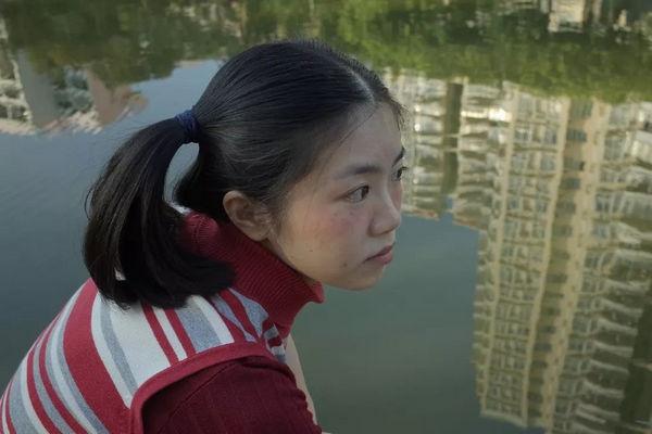 缩略图 | 拍下中国女孩不开美颜的模样:你并不美丽,你可爱至极