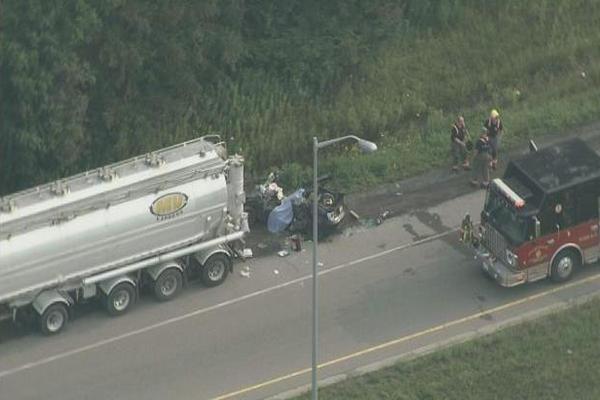 缩略图 | 加拿大401高速清晨发生致命车祸:2大人当场死亡,小孩已空运至医院!