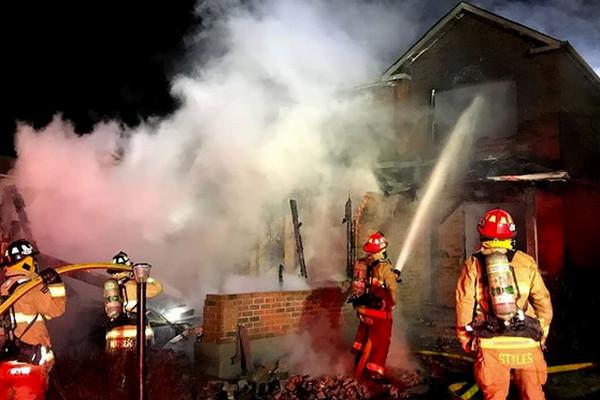 缩略图 | 2人死亡!Kanata一居民楼发生火灾,车库烧塌!
