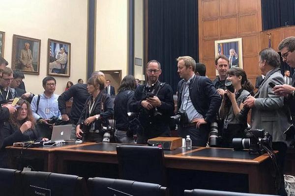 缩略图 | 扎克伯格6小时国会听证 议员:更不相信脸书了