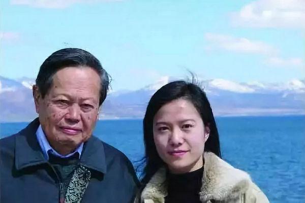 缩略图 | 杨振宁说过要努力活过超百岁,多陪翁帆几年,不让她一人留在世间!