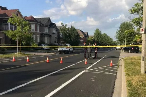 缩略图 | 23岁加拿大学生家中残忍杀死爸爸、妈妈、姐姐和奶奶,平静等待警察到来!