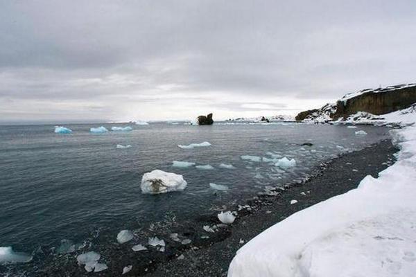 缩略图 | 加拿大最后一个完整北极冰架坍塌,全球变暖再发信号!