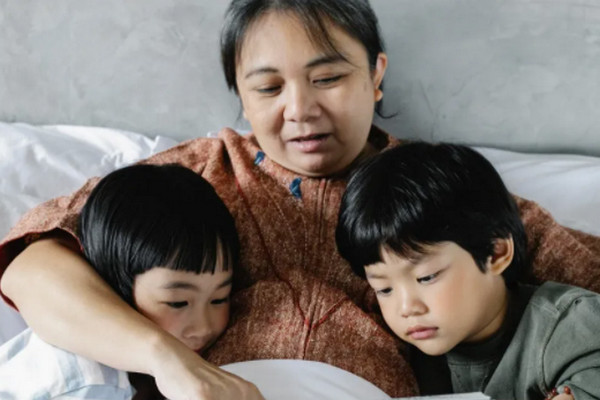 缩略图 | 华裔夫妇逛商场遭狂殴,讲中文被歧视,牙齿打断,4岁女儿惊吓痛哭!