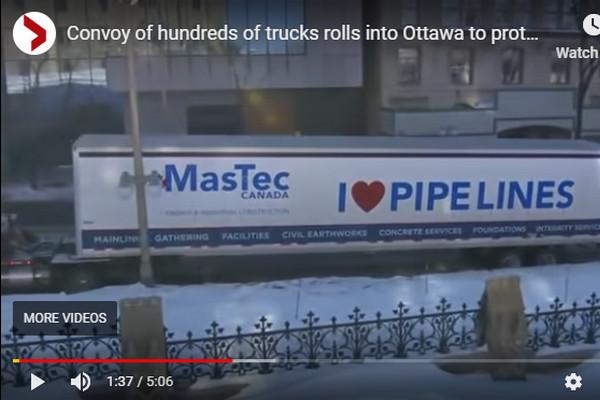 缩略图 | 卡车车队涌入首都渥太华 驱车千里抗议杜鲁多政府