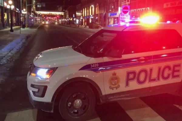 缩略图 | 圣诞节购物小心啦!渥太华 Rideau Centre 外发生枪击案,嫌犯尚未抓到!