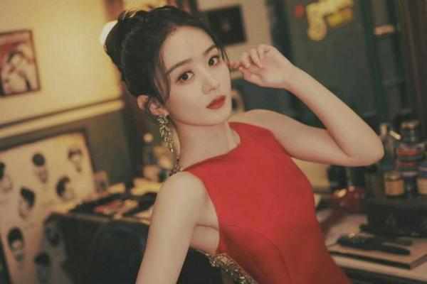 缩略图 | 33岁赵丽颖近况曝光,无袖红裙尽显妩媚