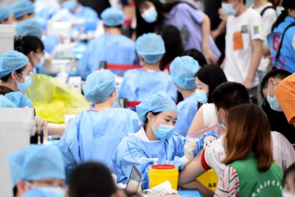 缩略图 | 华人留学生来加拿大打新冠疫苗被拒,在国内刚打完科兴!